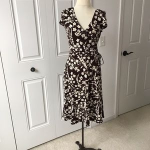 Brown sleeveless printed knit dress
